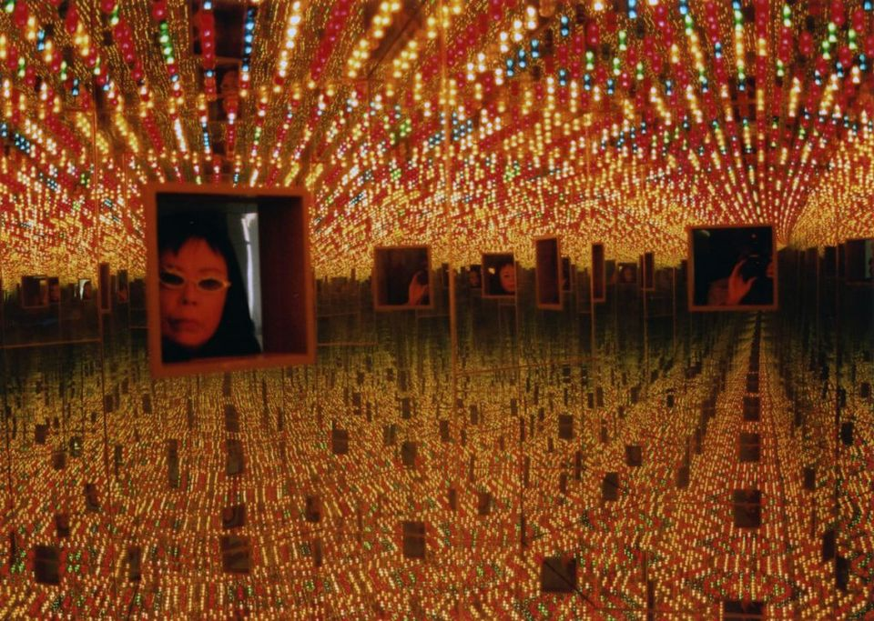 Yayoi Kusama, installation view of Infinity Mirrored Room—Love Forever (1994) in the show My Solitary Way to Death at Fuji Television Gallery