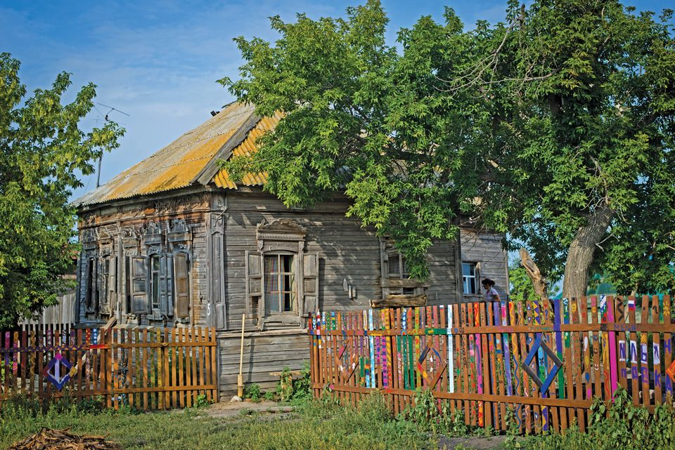 A private restorer saved the Lion House (around 1910) in Popovka. Today,  it serves as a museum.