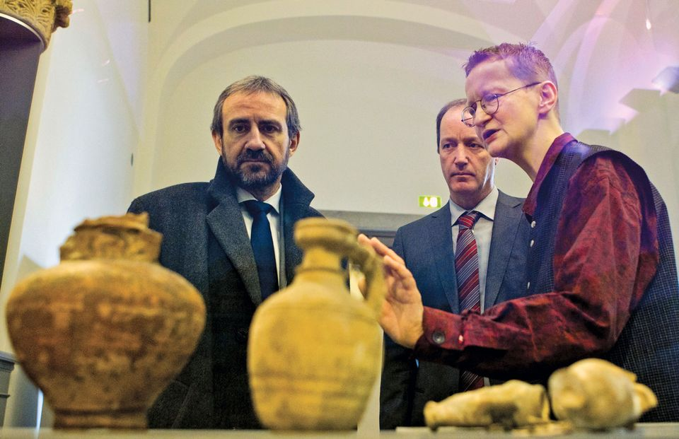 Hermann Parzinger (left) wants more provenance research to be carried out in German collections