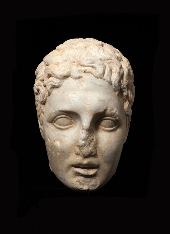 A Hellenistic head of a youth (second to first century BC), priced at £160,000