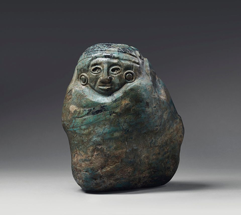 Aztec god carved in green and greyish blue polished jadeite (circa 1400-1521) from the Prigogine collection, estimated at €30,000 to €50,000