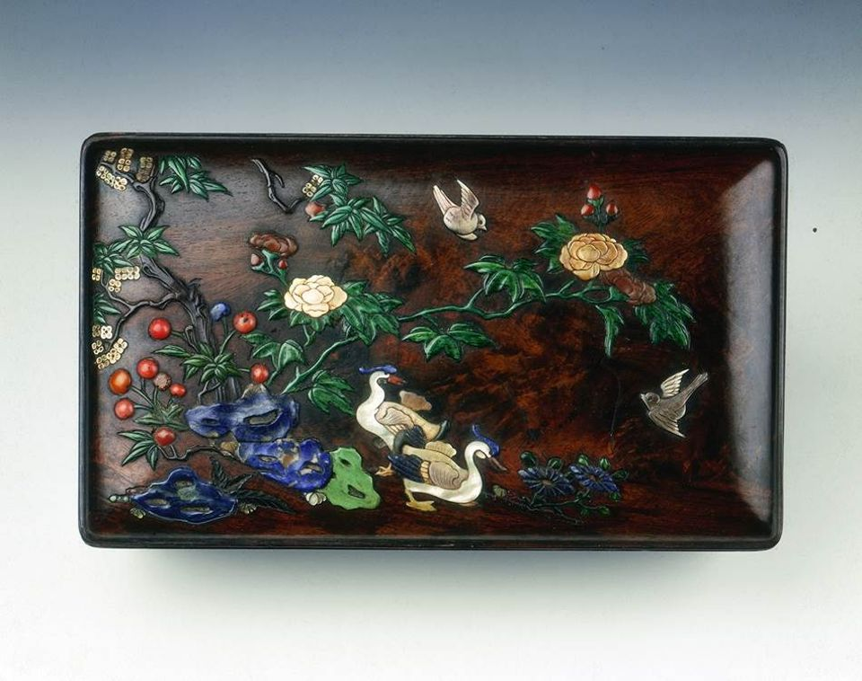 Zitan wood covered box with inlays (18th century)