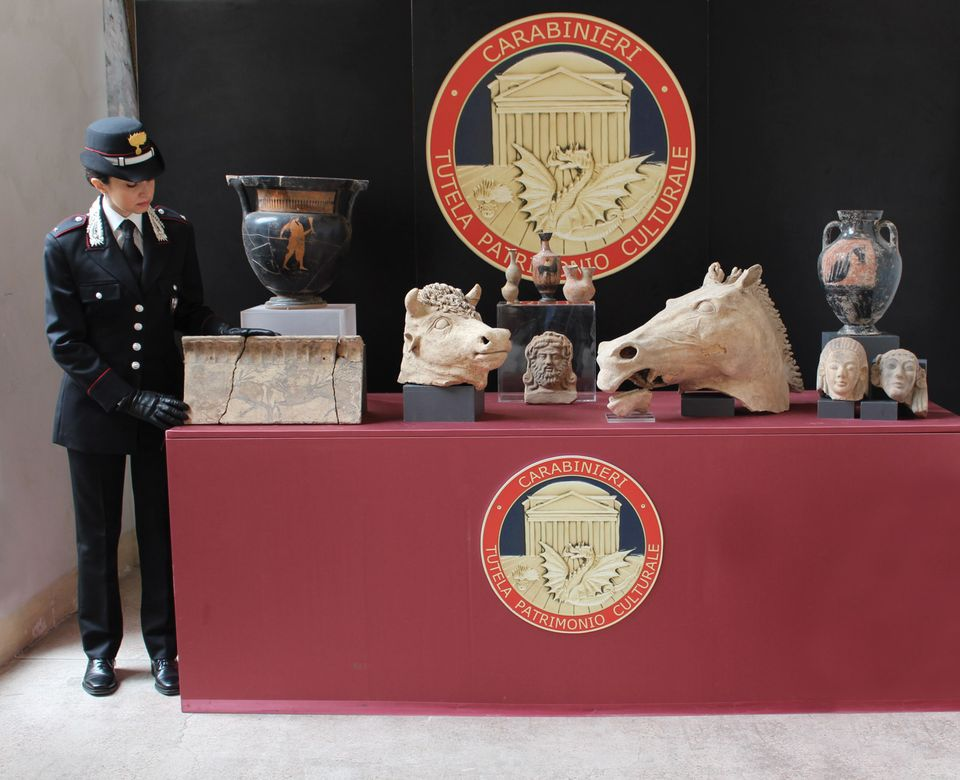 The Carabinieri's haul of artefacts, which it says is worth nearly €1m
