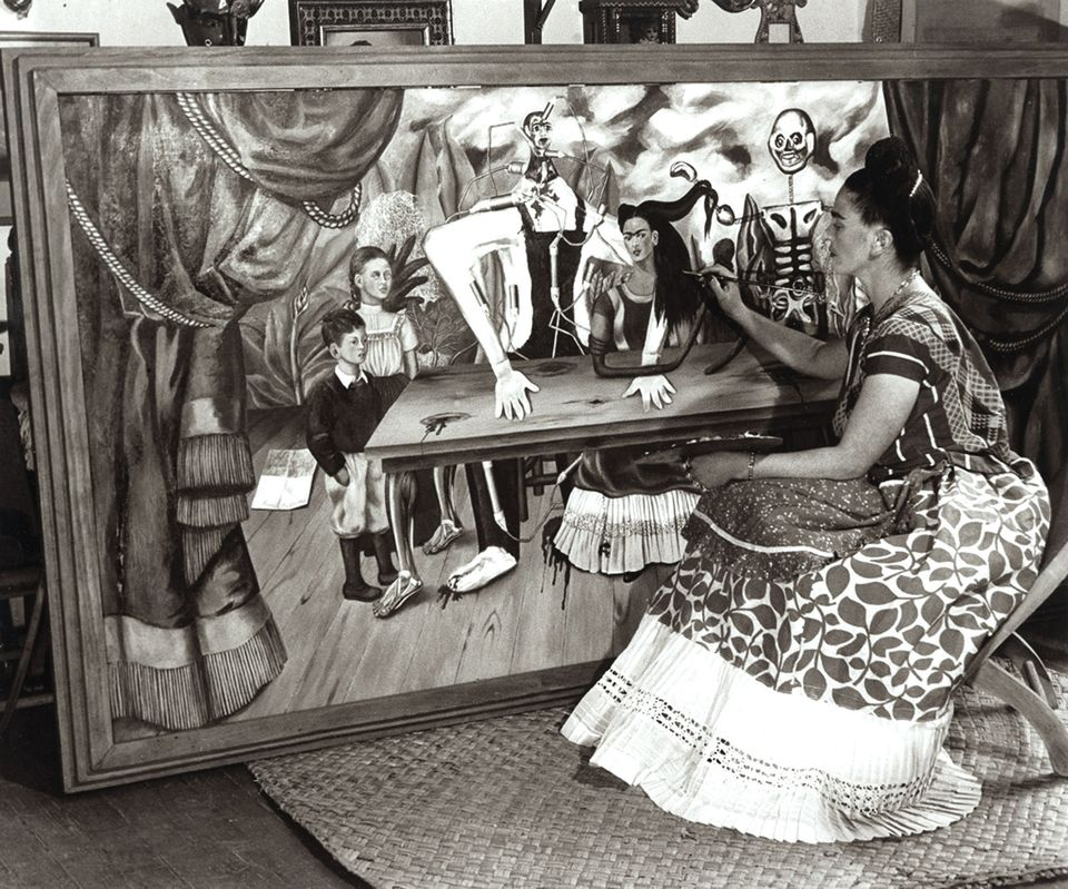 Bernard Silberstein photographed the artist with La Mesa Herida in 1941, a year after she finished the work