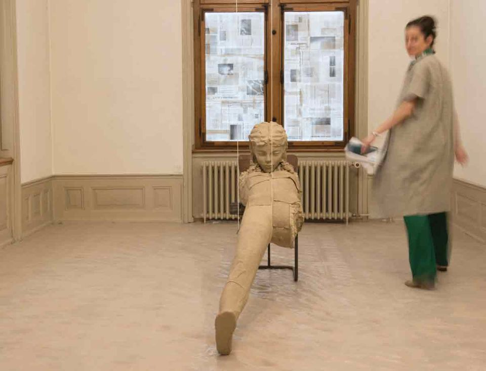 Mark Manders, House with Notional Newspapers (2018)