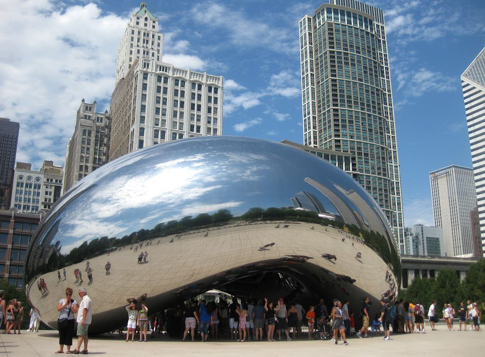 Anish  Kapoor's Cloud  Gate (2004) in Millennium  Park, Chicago