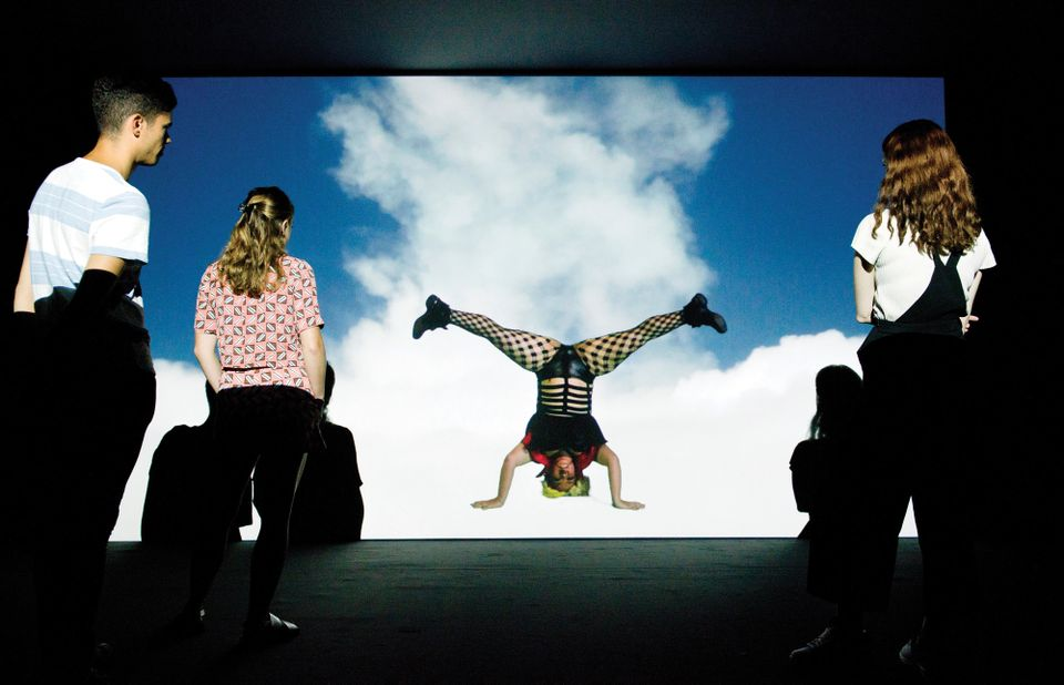 Bom Bom's Dream (2016) by Jeremy Deller and Cecilia Bengolea, one of ten immersive videos in the show