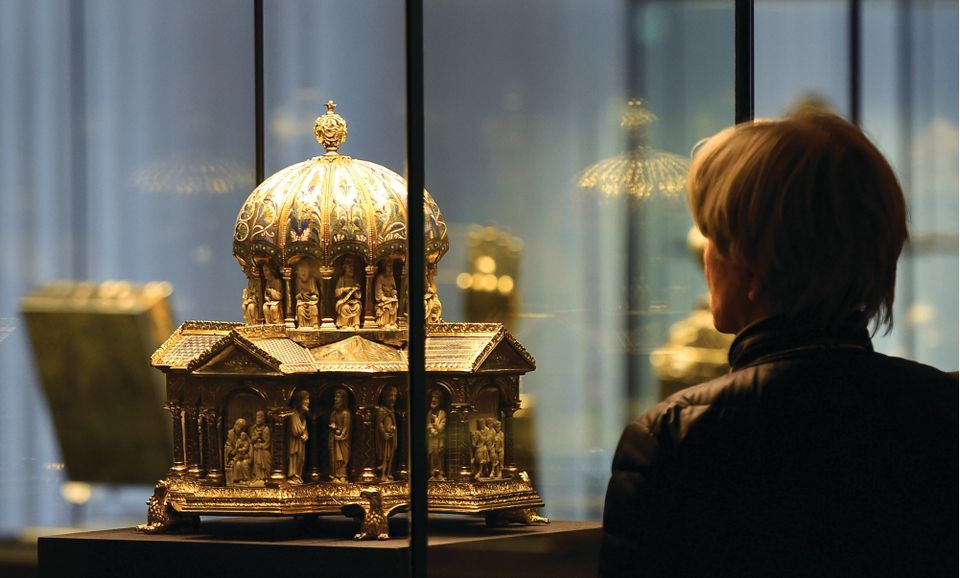 This cupola reliquary is part of the Guelph Treasure, displayed at the Kunstgewerbemuseum (Museum of Decorative Arts) in Berlin