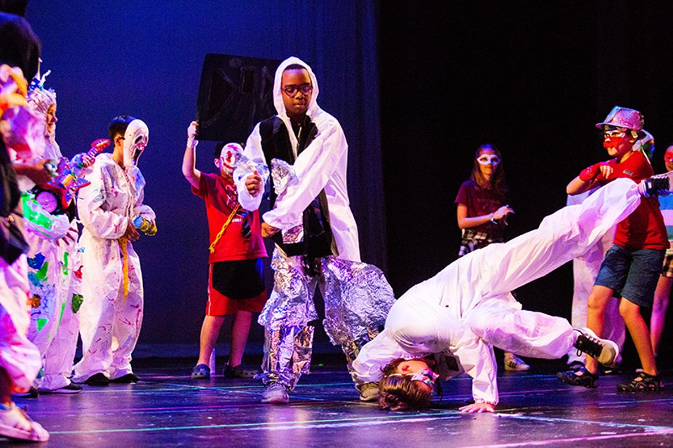 Young performers in Glowing Creation: a Rammellzee-Inspired Opera