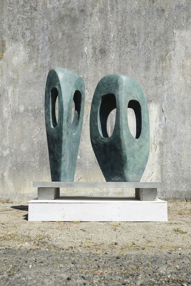 Barbara Hepworth, Two Forms  in Echelon (1961)