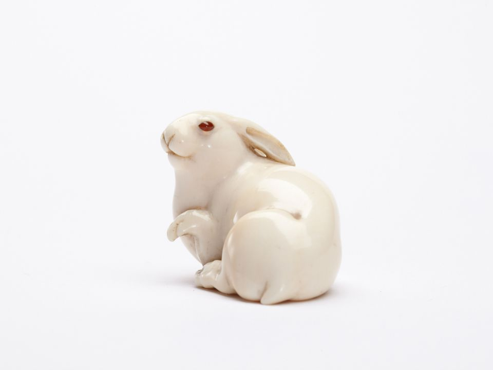 Ivory netsuke of the Hare with Amber Eyes, held in the collection of Edmund de Waal