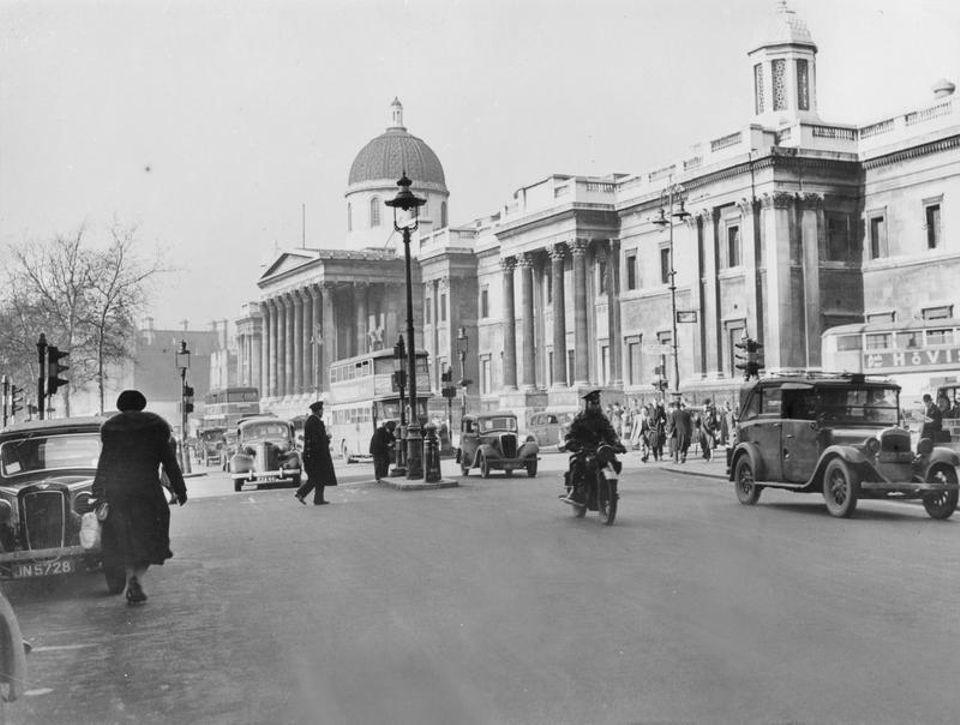 Traffic outside National Gallery during the war, 1941