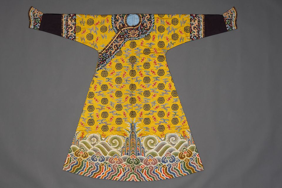 Festive robe with bats, clouds, and the character for longevity, 1785 or earlier, probably woven in Nanjing and tailored in Beijing