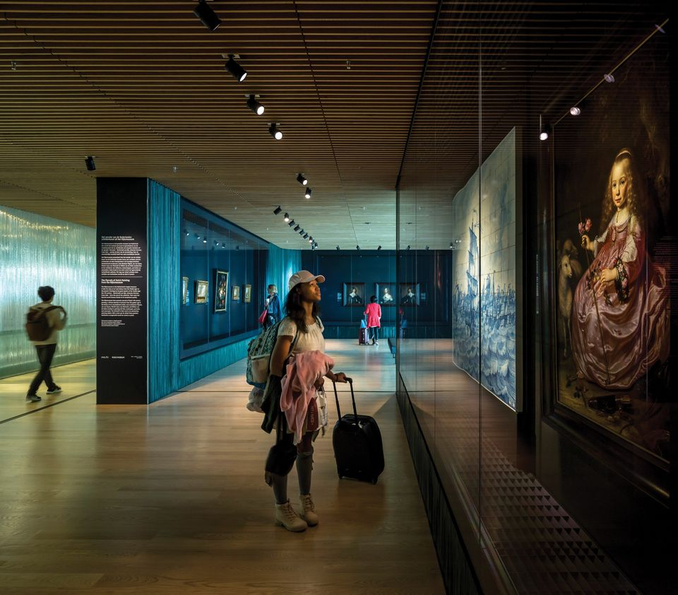 The Rijksmuseum Schiphol's display of ten Golden Age paintings before it closed in January