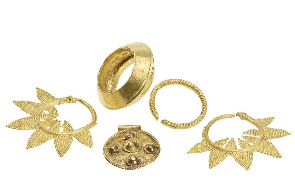 Gold jewellery from Nigeria (13th–15th century)