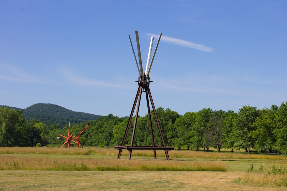 Storm King installs sky-high sculpture by Mark di Suvero