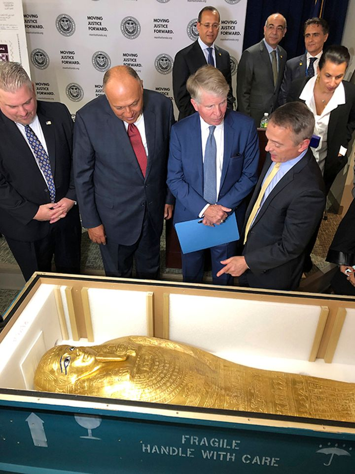 Looted coffin acquired by Metropolitan Museum is headed back to Egypt