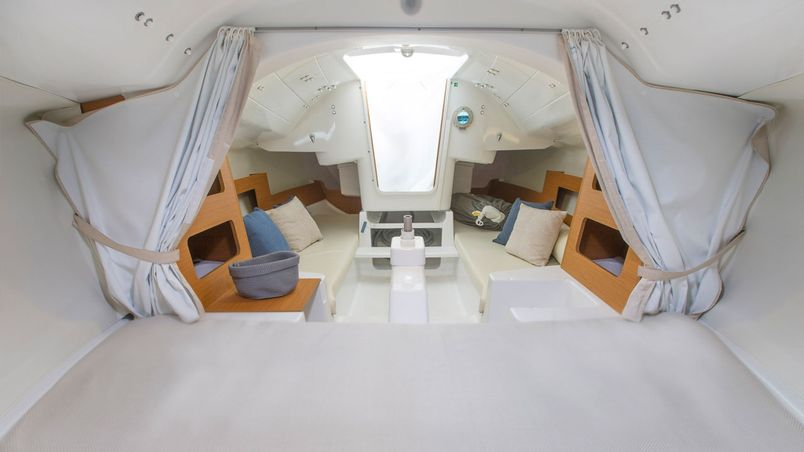 beneteau_first_20_interior_2.jpg